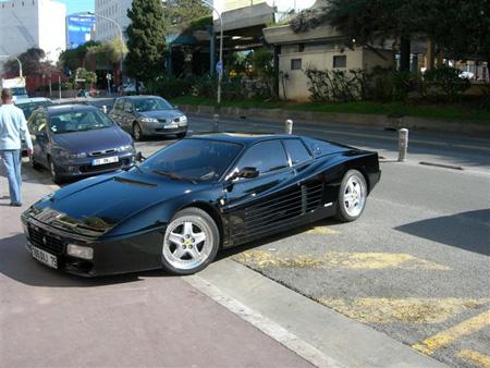 Ferrari Noire en Vitres Teintées