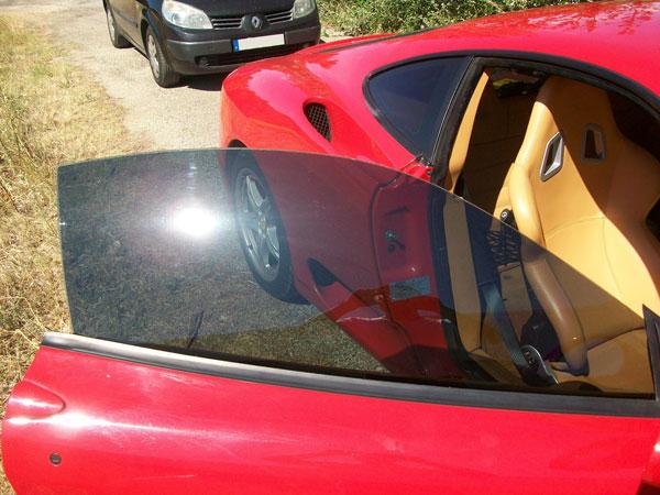 Vitres teintées d'une Ferrari Modena