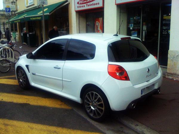 Pose de film de protection solaire et vitre teintée voiture Renault Clio RS Sport
