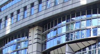 Vitres teintées de protection solaire pour immeuble de bureaux