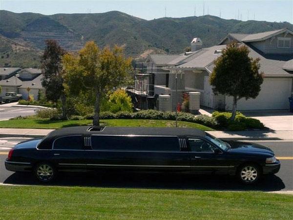 Grande limousine Lincoln en vitres teintées