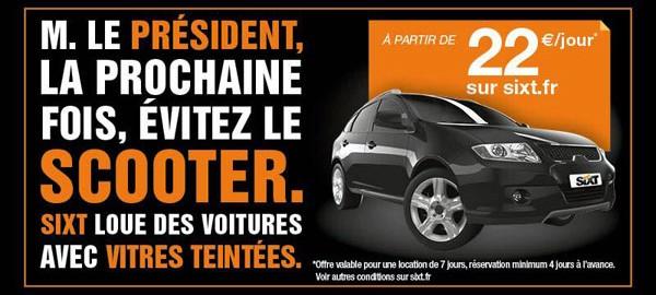 Publicité sur le scooter du président et les voitures en vitres teintées Sixt
