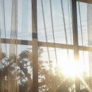 Penser à votre protection solaire car une simple vitre ne protège pas votre peau du soleil