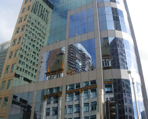 Surfaces vitrées sur un bâtiment de bureaux